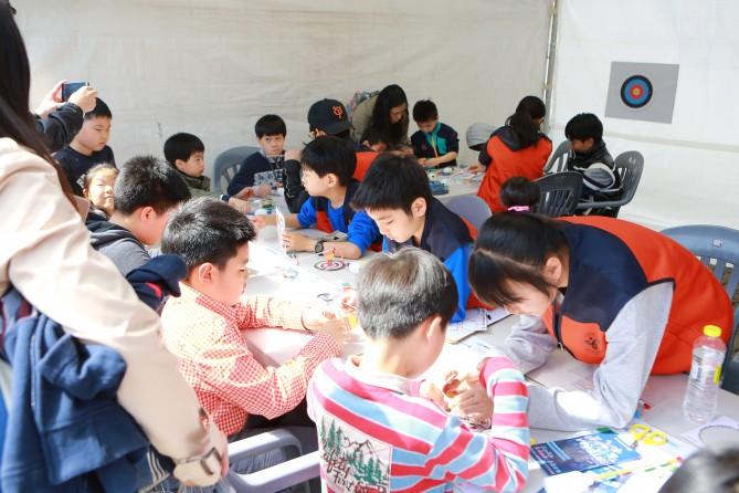 다양한 과학 체험 부스 - 서울특별시교육청과학전시관 제공
